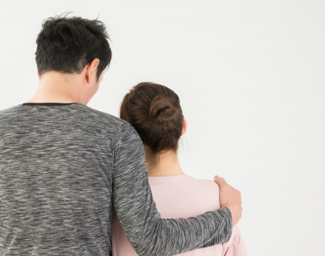 抱きつく男性の心理を徹底解剖!女性の抱きしめ方で分かるサインとは